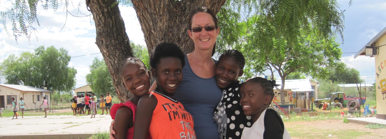 Stromen van zegen in de woestijn van Namibië